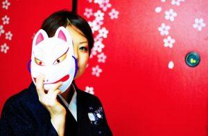 仮面の女性イメージ画像