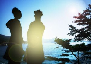 晴れ着と日差し画像