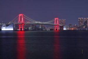 赤いレインボーブリッジ